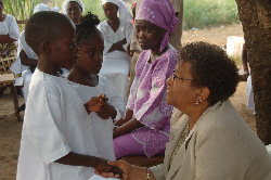 President Sirleaf consoles the kids of fallen journalist Al Johnson at his 24th Street residence in Sinkor.