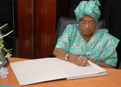 President Sirleaf signs the book of condolence at the Chinese Embassy in Monrovia.