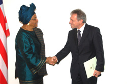 President Sirleaf welcomes the Italian Ambassador to Liberia.