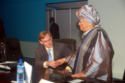 President Ellen Johnson Sirleaf and World Bank President Robert Zolleick converse at the Accra High Level Forum on Aid Effectiveness.