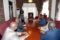 A delegation from Rwanda briefs President Ellen Johnson Sirleaf on lessons learned in post-conflict reconstruction.