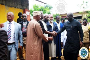 Pres. Weah visits the fire scene, meets Leaders of the Muslim Community