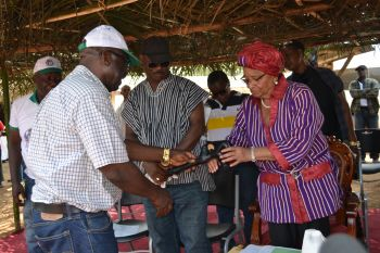 Internal Affairs Minister presents   Cable to President Sirleaf.
