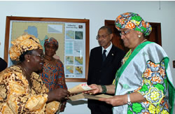 New Sierra Leone Ambassador presents letter of credence to President Sirleaf as Foreign Minister Akerele and Chief of Protocol Dunn look on