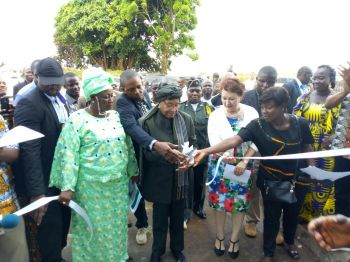 President Sirleaf cuts ribbon to the newly refurnished Fishing Pier.