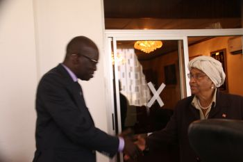 President Sirleaf in a handshake with Regional WFP Director for West-Central Africa Abdou Dieng.