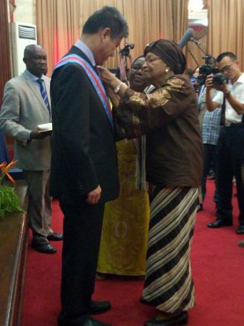 President Sirleaf bestows honor on Chinese Ambassador Zhang Yue