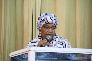 President Sirleaf paying tribute to fallen Liberian  Journalist Mamadee Diakite.