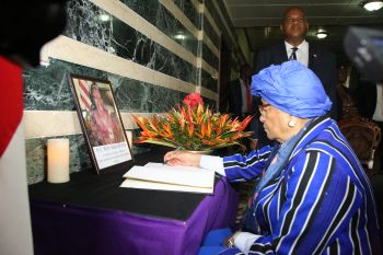 President Sirleaf signs the book of  condolence for late Ruth Perry.