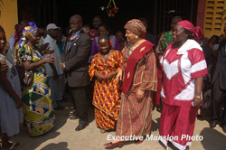 President Sirleaf chats with LMA officials at commissioning of newly renovated markets