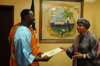 The New Ghanaian Ambassador Presents his Letters of Credence to President Sirleaf
