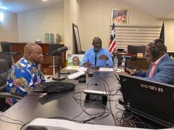 President Weah in conversation with John Kollie and Ledgehood Rennie