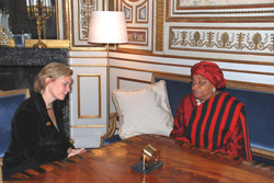 Minister Carlsson in talks with President Sirleaf.