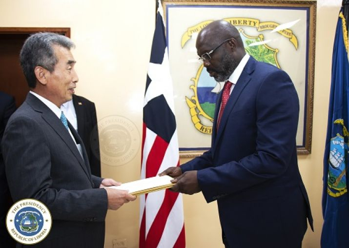Gen. Lee In-Tae, Ambassador of Korea presents his letter of Credence to the  President of Liberia, Dr. George Manneh Weah