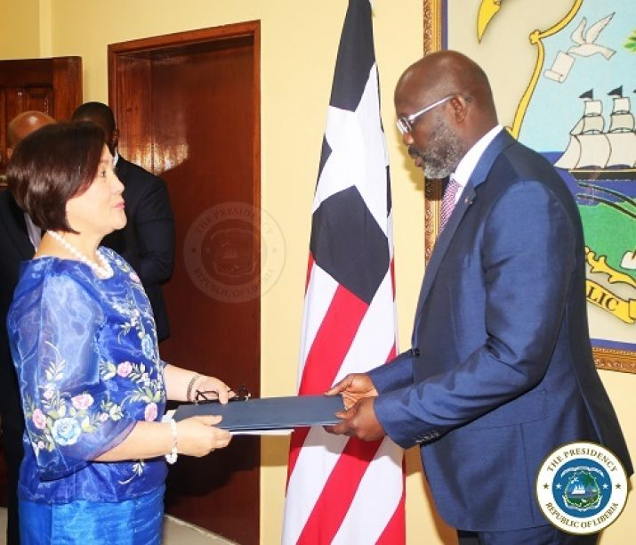 Ambassador of the Philippines presents her letter of credence to Dr. George Manneh Weah, President of Liberia