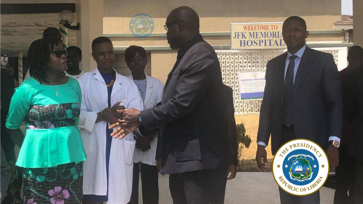 President Weah chats with Health Minister and JFK Authorities on the status of the wounded journalists