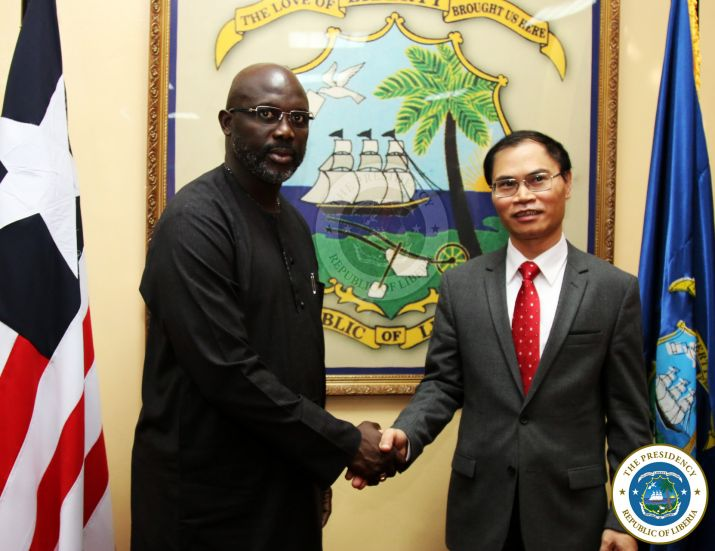 President Weah pose with the Ambassador of Vietnam, H E Pham Anh Tuan
