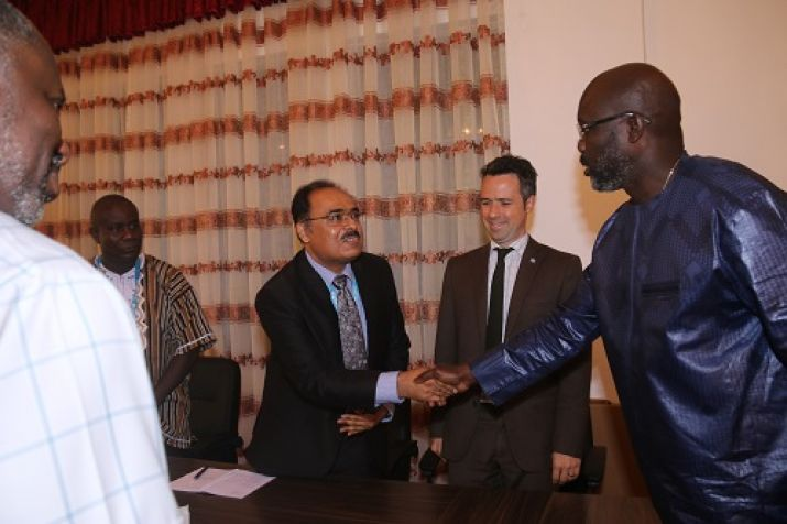 President Weah shakes hand with UNOPS Country Manager Mr. Fayyaz Ahmad Faiz Rasul