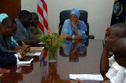 President Sirleaf in a meeting with a delegation Bomi citizens, headed by House Speaker Hon. Alex Tyler.