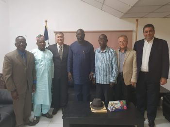President Weah meets members of the rice importers association.