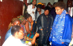 President Sirleaf listens to inmates.