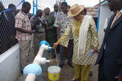 President Sirleaf turns on the tap in West Point, Monrovia.